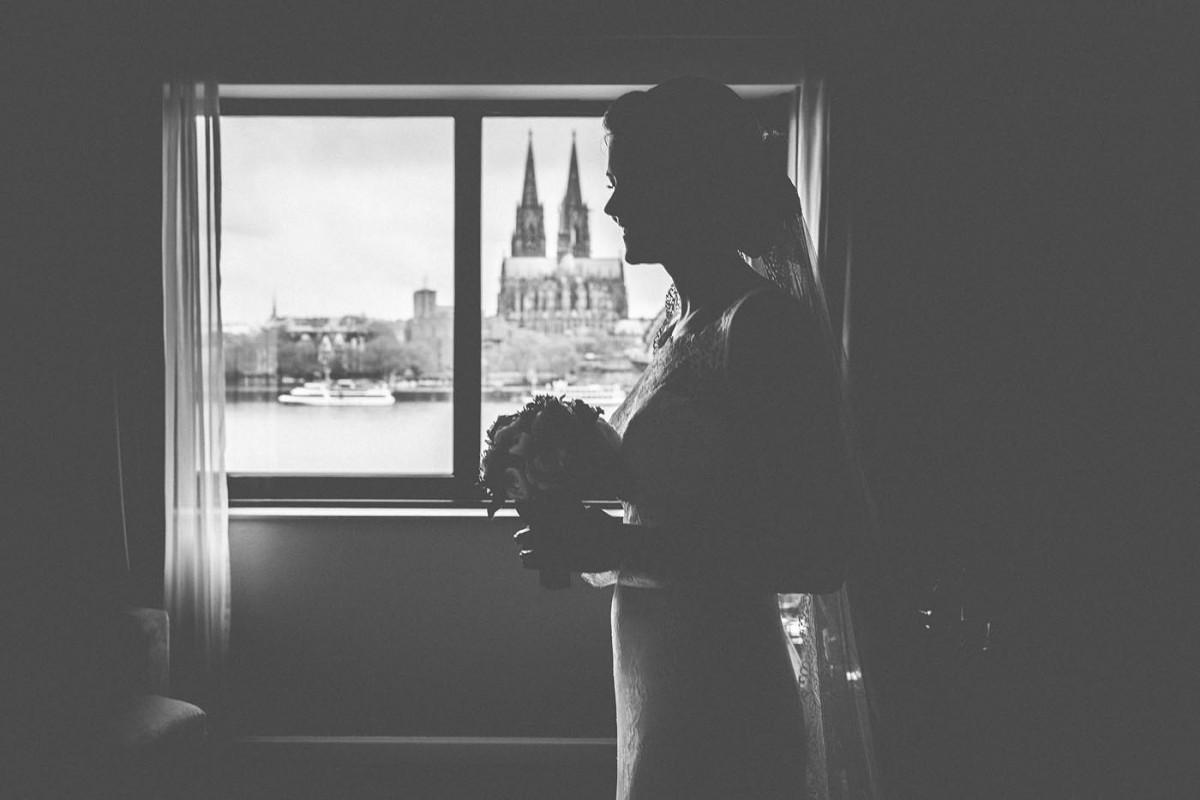 Hochzeitsfotograf Köln Hyatt Regency Hotel Getting Ready Braut Kölner Dom