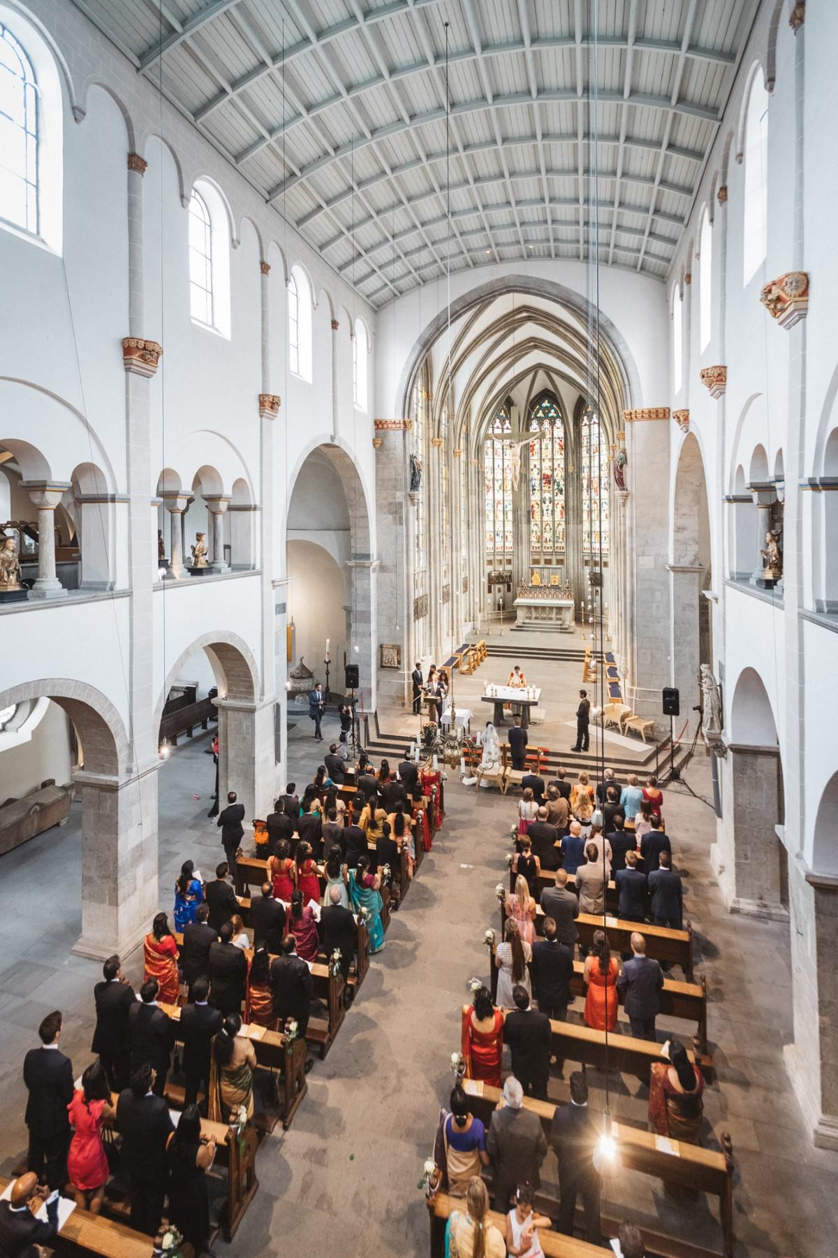 Linvy & Willi Wedding Highlight Halle Tor 2 Köln Hochzeit Kirche Basilika St. Ursula